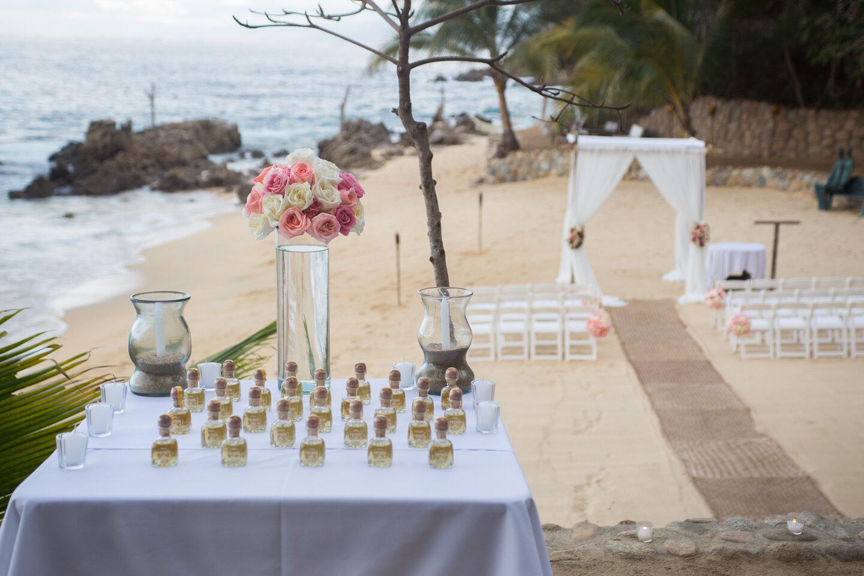 Etiquette for hosting a destination wedding